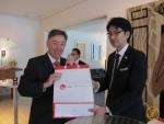 Botschafter Urs Bucher mit Hiroyuki Murakami aus Hokkaido.